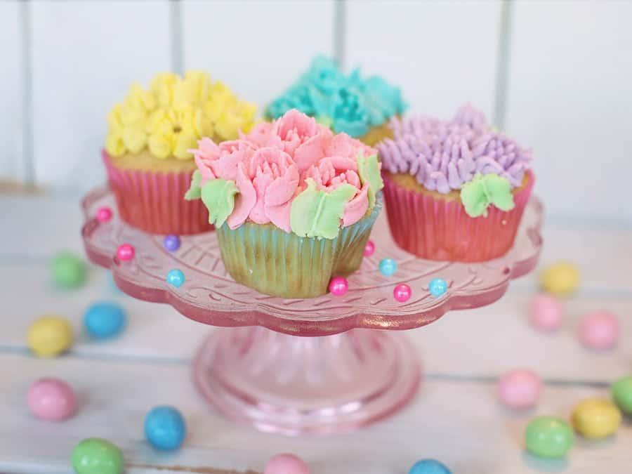 summer bucket list cupcakes 65 Mom's summer bucket list ideas. #MondOverLatte #summer #bucketlist #mom #selfcare #metime